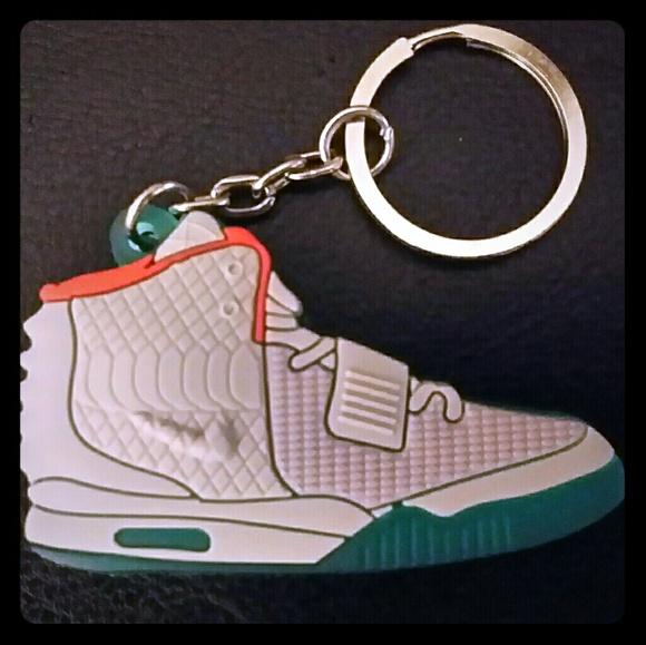 c5716f4476c5 New Adidas Yeezy Keychain Bundle 3 for 20% Off